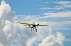 在天空的飞机在西海岸 免版税库存照片