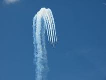 在天空的飞机形成 免版税库存照片