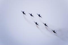 在天空的飞行表演在克拉斯诺达尔机场飞行学校上 以纪念祖国的防御者的Airshow 在天空的米格-29 免版税库存照片