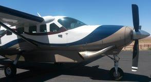 在天空的飞行 免版税库存图片