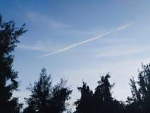 在天空的直线 库存图片