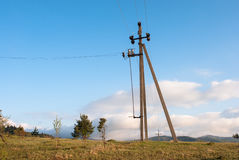 在天空背景的传输塔 线路次幂 输电 库存图片
