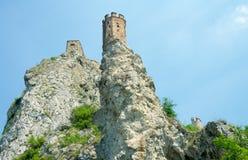 在天空背景的少女塔。德温城堡。布拉索夫,斯洛伐克 库存图片