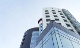 在天空背景的未来派办公楼 免版税图库摄影