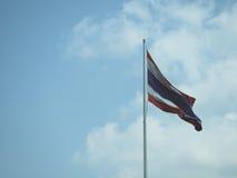 在天空背景的泰国旗子 免版税库存照片