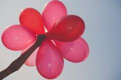 在天空背景的红色baloons 库存照片