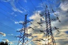 在天空背景的输电线 库存图片