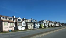 在天空蔚蓝下的旧金山家 免版税库存图片