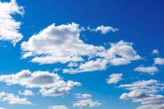 在天空蔚蓝的云彩 免版税库存照片