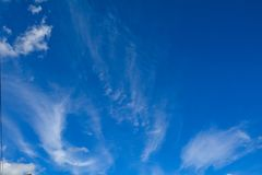 在天空蔚蓝的白色云彩 免版税图库摄影