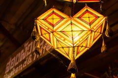 在天花板下的手工制造灯 免版税图库摄影