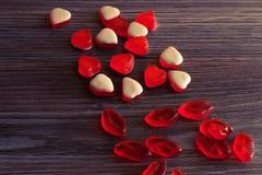 在天花板关闭上的上面鲜美在桌上的yummu甜可爱的逗人喜爱的可爱的美丽的美味的糖果看法照片在行 果冻罐头 免版税库存照片