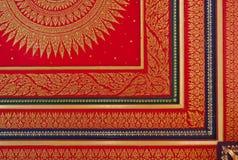 在天花板的传统泰国样式绘画艺术 库存照片