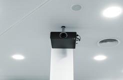 在天花板的多媒体放映机 免版税库存图片