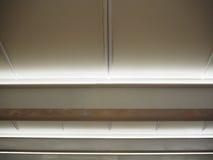 在天花板的条形照明灯 图库摄影