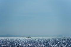 在天际的泰国小船 免版税库存图片