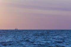 在天际的航行tallship 图库摄影