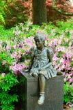 在天鹅湖的女性雕象 图库摄影
