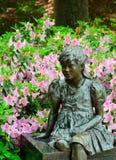 在天鹅湖的女性雕象 免版税库存照片