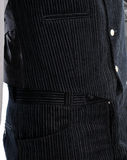 在天鹅绒的新郎礼服 库存图片