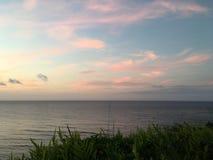 在太平洋上的日落-从Princeville的看法在考艾岛海岛,夏威夷上 库存图片