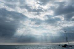 在太平洋的鬼的天空在夏威夷的大岛的火山爆发后 库存图片