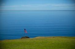 在太平洋前面的美国横幅 库存照片