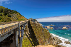 在太平洋海岸的美国路 免版税库存照片