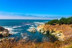 在太平洋海岸高速公路1的美好的海岸线风景在美国西海岸 免版税库存图片
