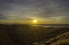 在太平洋海洋沙丘蜜饯的日落 库存照片