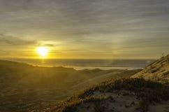 在太平洋海洋沙丘蜜饯的日落 免版税库存照片