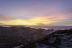 在太平洋海洋沙丘蜜饯的日落 免版税库存图片