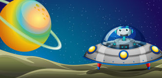 在太空飞船里面的一个机器人 免版税库存照片