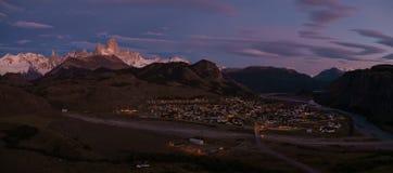 在太阳上升的El Chalten 库存图片