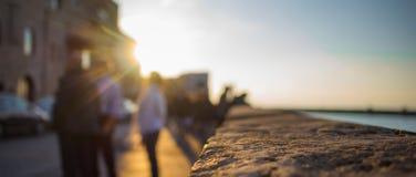 在太阳光芒下的贾法角堤防 免版税图库摄影