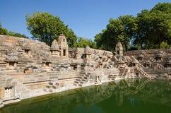 在太阳寺庙Modhera的Stepwell在艾哈迈达巴德 免版税库存图片