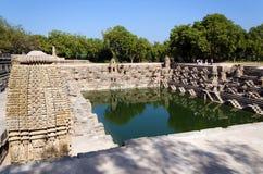 在太阳寺庙Modhera的Stepwell在艾哈迈达巴德 图库摄影