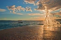在太阳强光的波浪 库存图片
