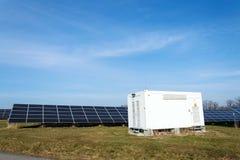 在太阳电池板photovoltaics发电站,能量创新的发行点 免版税库存图片