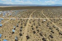 在太阳能电池的发电站 供选择的能源是太阳电池板 图库摄影
