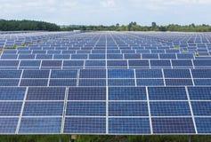 在太阳能驻地的Photovoltaics模块太阳电池板 免版税库存照片