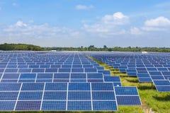 在太阳能驻地的Photovoltaics模块太阳电池板 库存照片