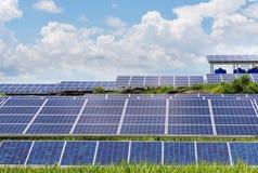在太阳能驻地的Photovoltaics模块太阳电池板 图库摄影
