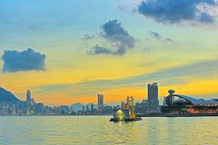 在太阳落山的香港地平线 库存照片