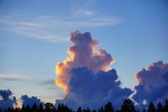 在太阳集合的云彩 图库摄影