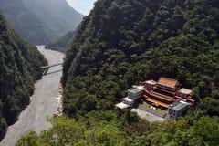 在太鲁阁国家公园中间的陈广寺庙, 库存图片