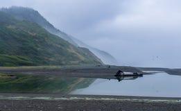 在失去的海岸的有雾的天 免版税库存图片