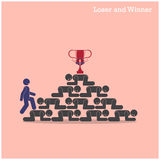 在失败者概念台阶的优胜者步行  竞争概念查出的白色 免版税库存图片