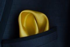 在夹克的黄色手帕口袋 免版税库存照片