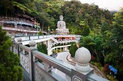 在奇恩角Swee的大石菩萨雕象使寺庙陷下 库存照片